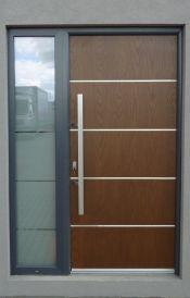 dörrar-med-en-vinge-med-sidoljusinsläpp