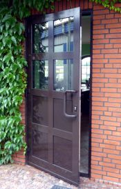 dörrar-som-öppnas-utåt